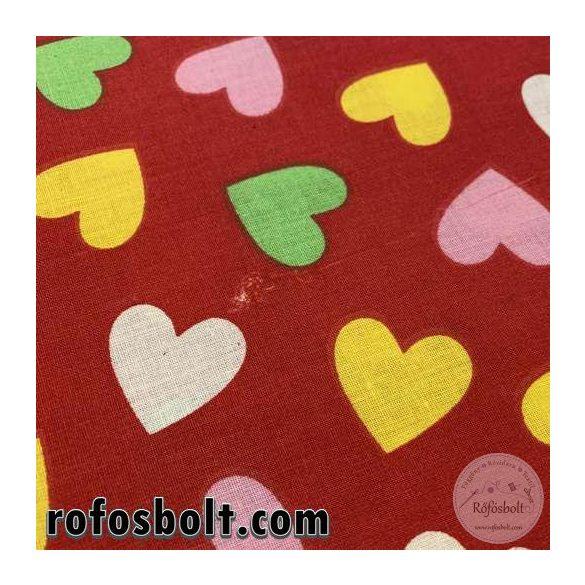 Enyhe hibával: Piros alapon sárga-zöld-fehér szívecskés pamutvászon (ME3821)