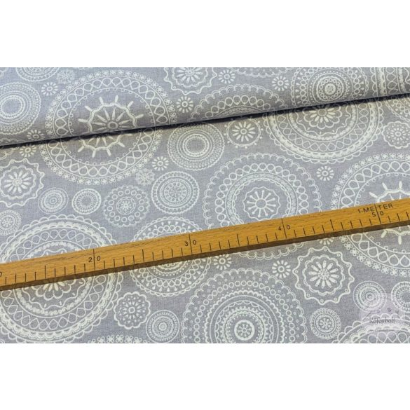 Szürke alapon fehér mandalás dekortextil (ME3832)
