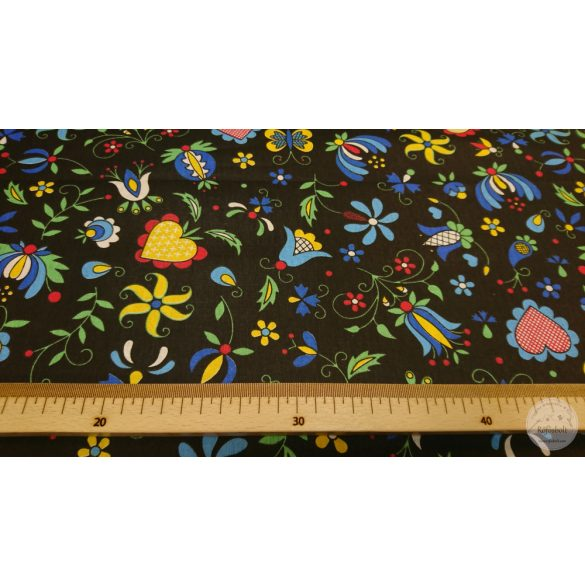 Hímzett virágok és pillangó fekete alapon 160 cm sz. pamutvászon (ME4365)
