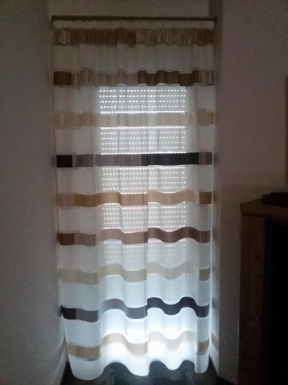 Csíkos modern fényáteresztő függöny